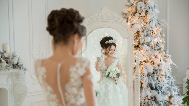 4d2b4aaf-c4eb-43b5-9281-31271e688583-winter-christmas-wedding