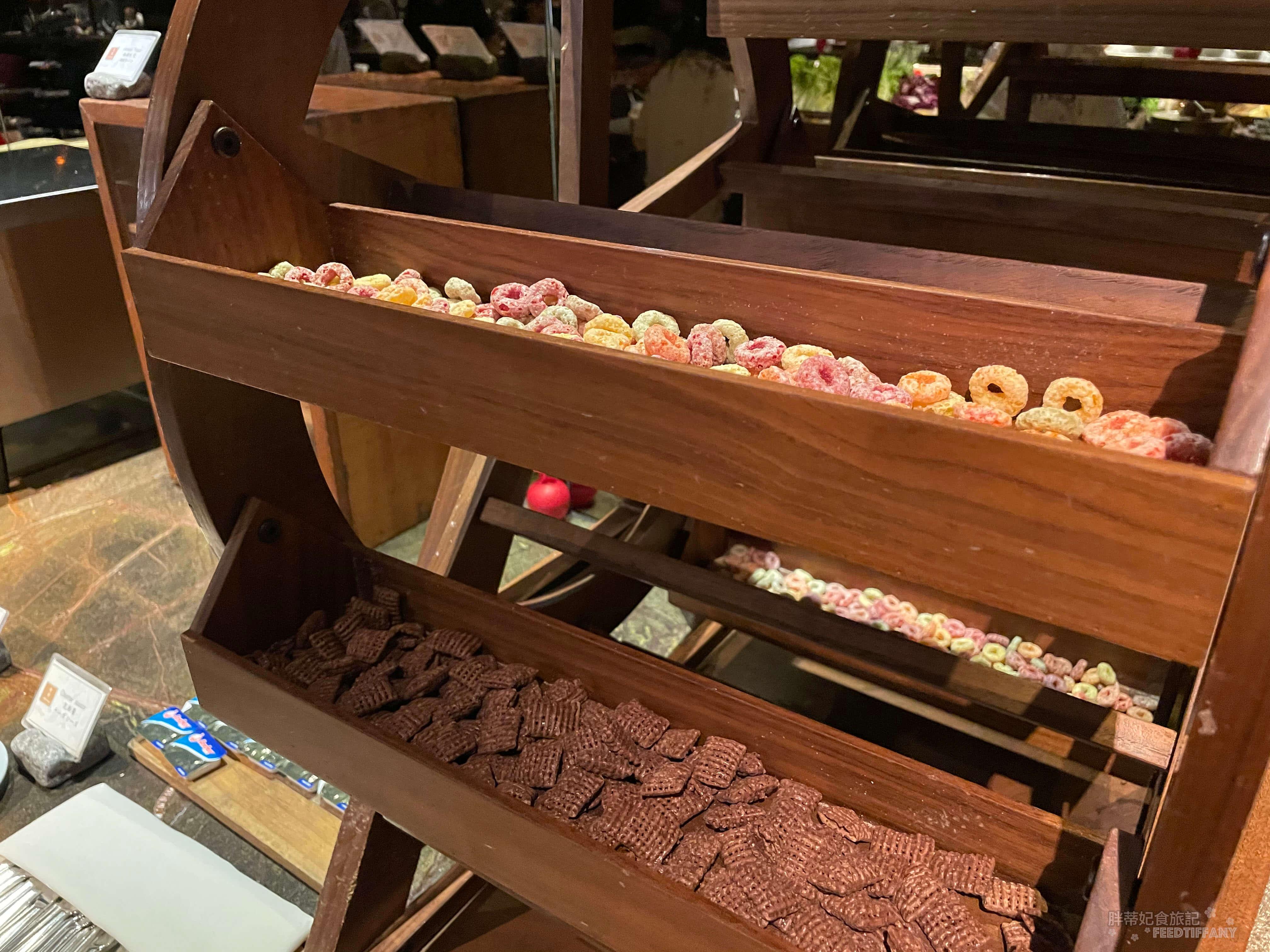 台北君品酒店 水車放置不同口味的喜瑞兒
