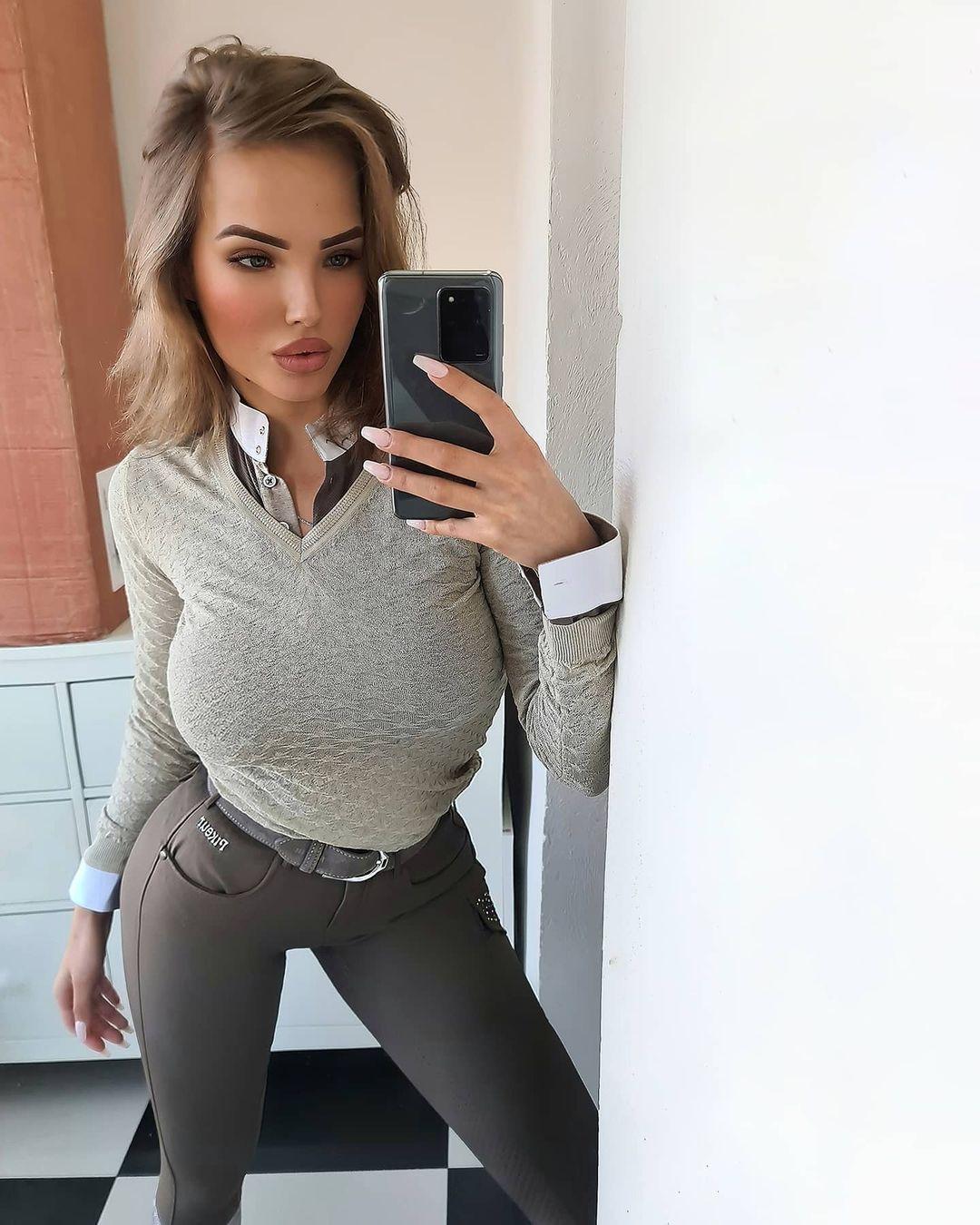 Elizaveta-Berejnaya-Wallpapers-Insta-Fit-Bio-Miss-elizabeth-sol-Wallpapers-Insta-Fit-Bio-3