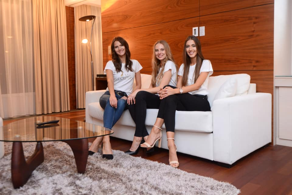 Road to Miss Polonia 2019 (POLAND WORLD 2020) 74346788-10158087193862847-4470070651641659392-n