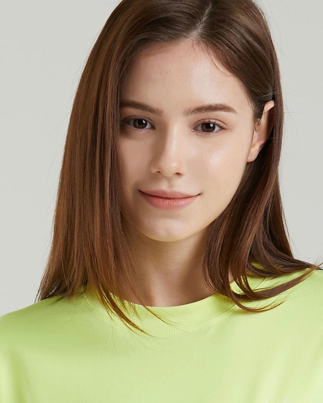 Angelina-Romashka-Wallpapers-Insta-Fit-Bio-12