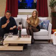 cap-Diana-Naborskaia-knackt-jede-Nuss-Bei-PEARL-TV-Oktober-2019-4-K-UHD-00-05-08-10