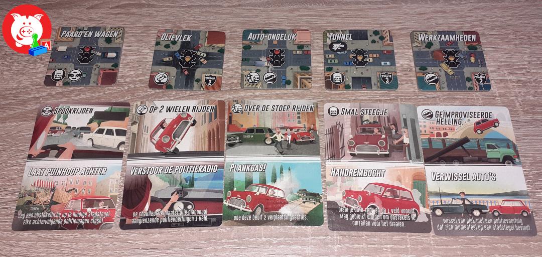 De verschillende kaarten voor de chauffeur met daarboven de hindernissen waarbij deze gespeeld kunnen worden.
