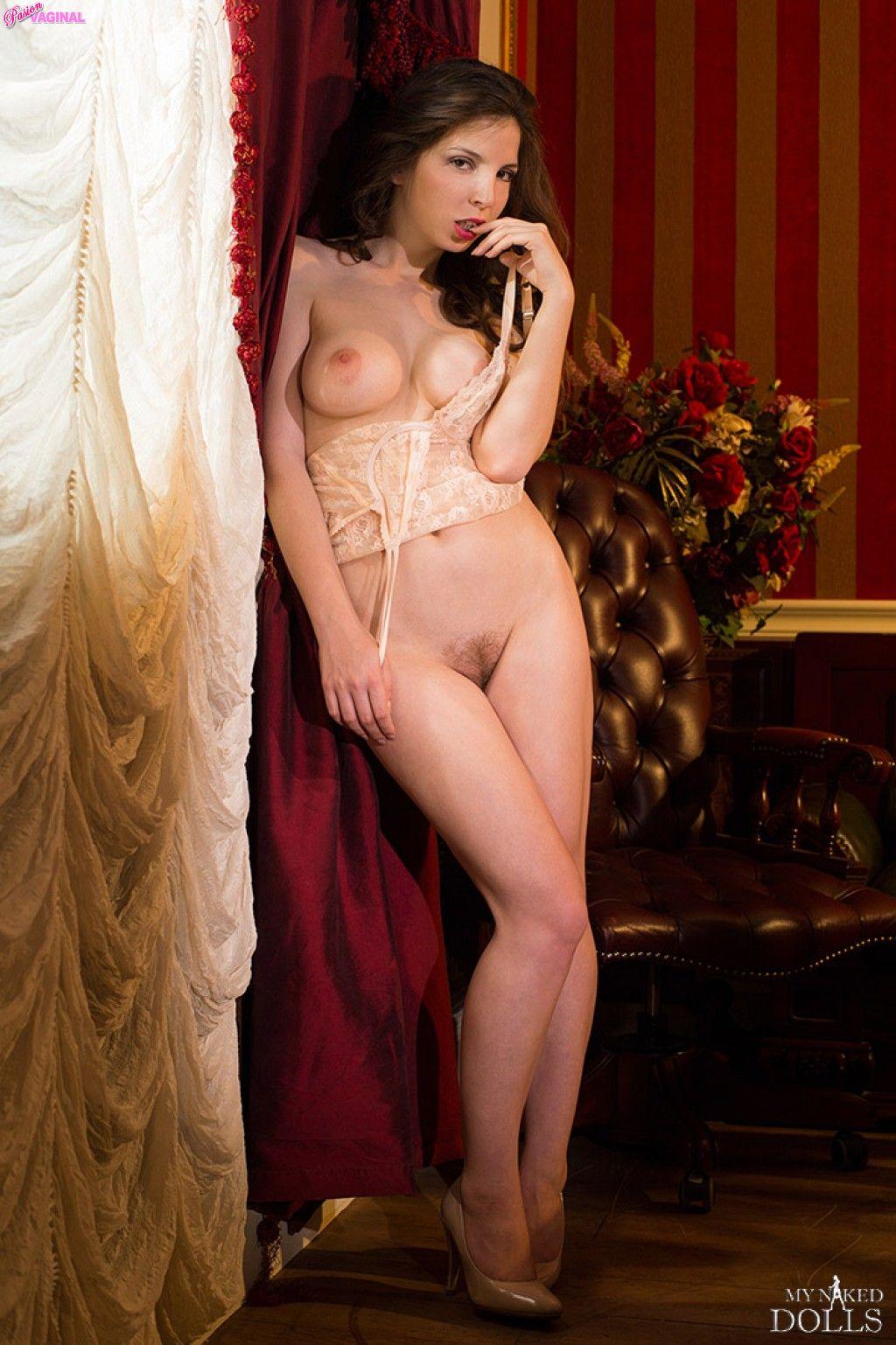 Karina-Avakyan-como-Miranda-Malena-en-My-Naked-Dolls-38