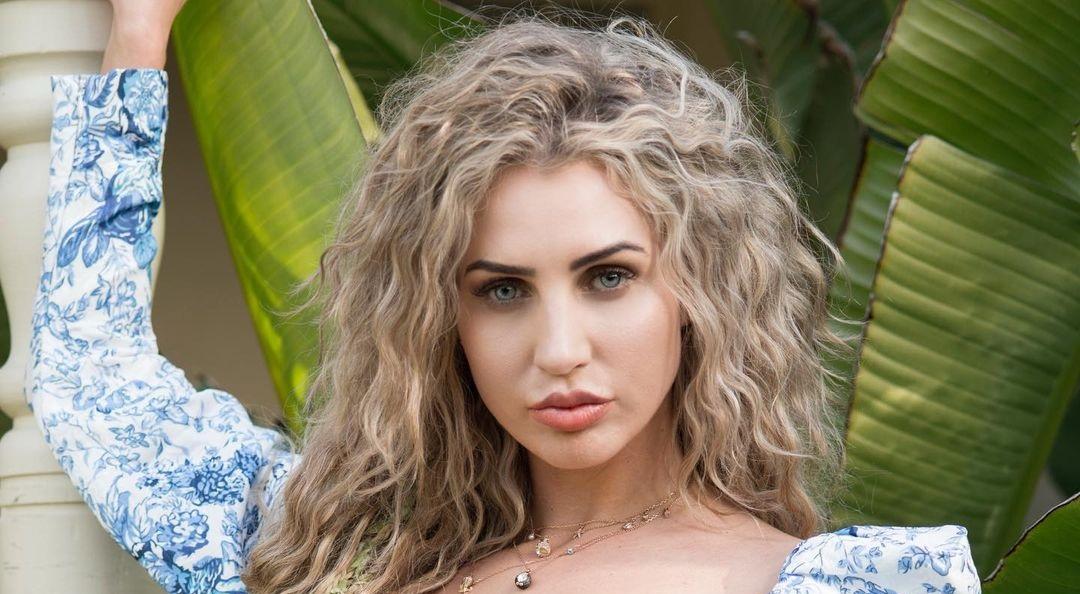 Megan-Skye-Blancada-Wallpapers-Insta-Fit-Bio-4