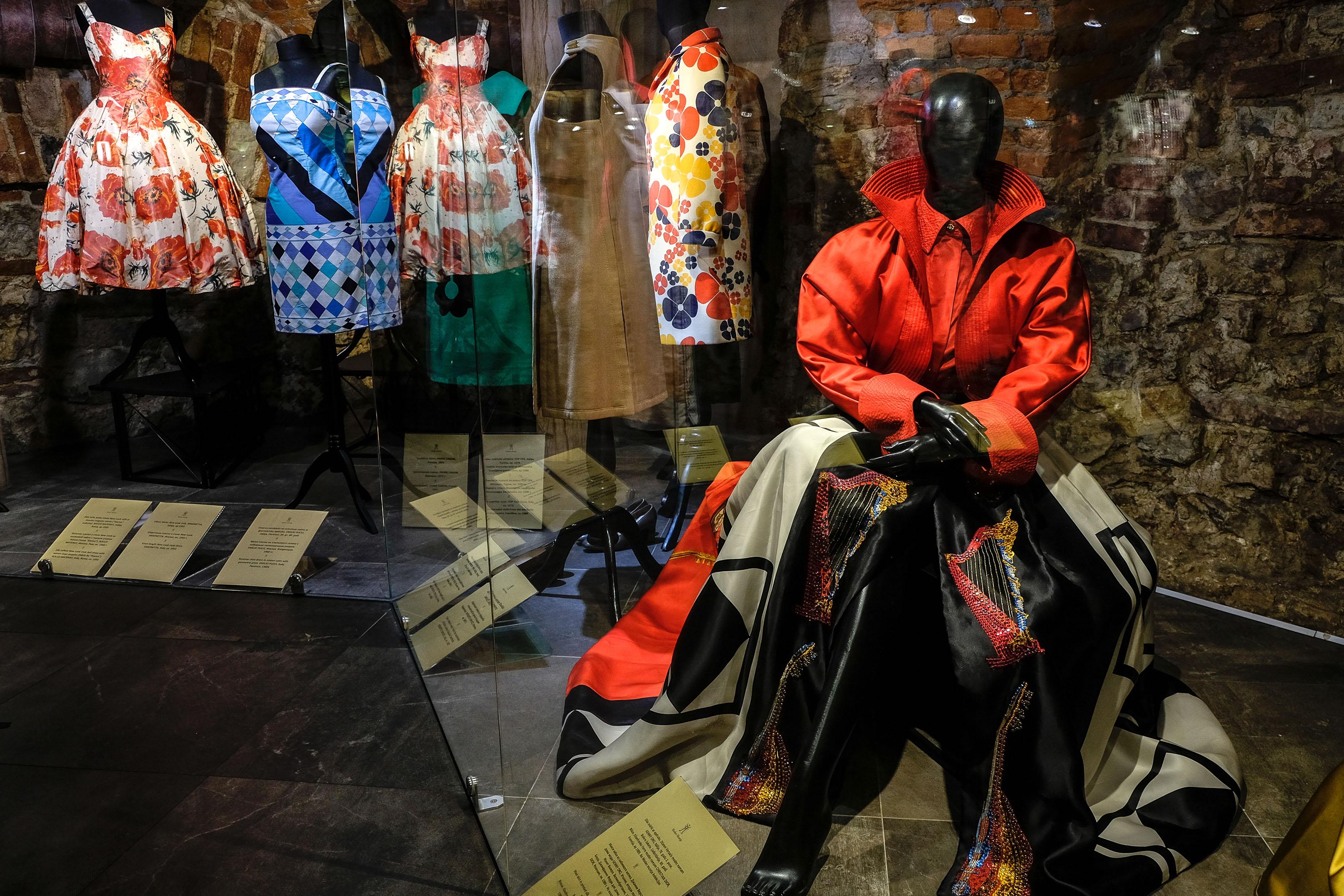 """""""Da Fortuny a Versace"""": la grande Moda italiana in mostra al Museo della Moda di Riga"""