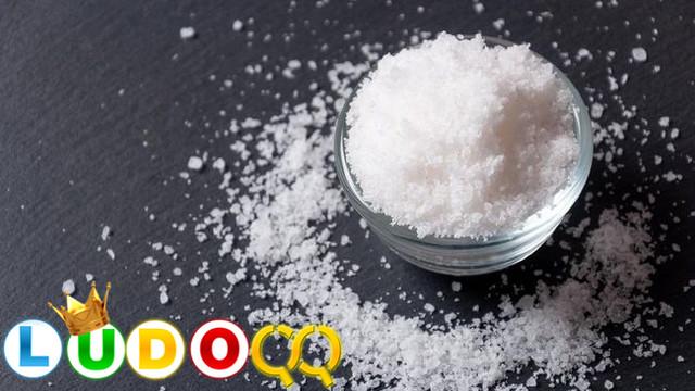 7 Tanda Tanda Tubuh Terlalu Banyak Konsumsi Garam