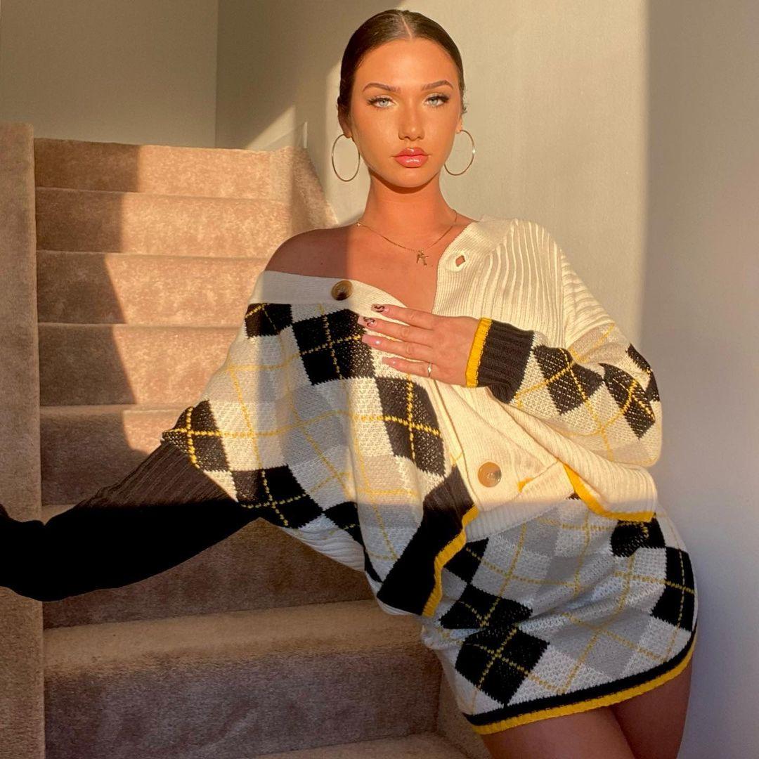 Olivia-Mogan-Wallpapers-Insta-Fit-Bio-16