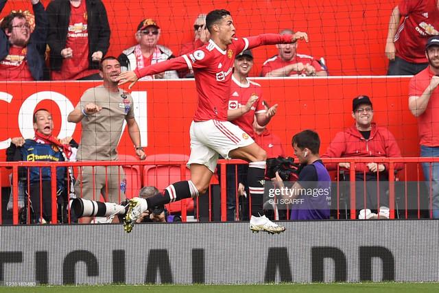 [Image: Manchester-United-s-Portuguese-striker-C...goal-o.jpg]