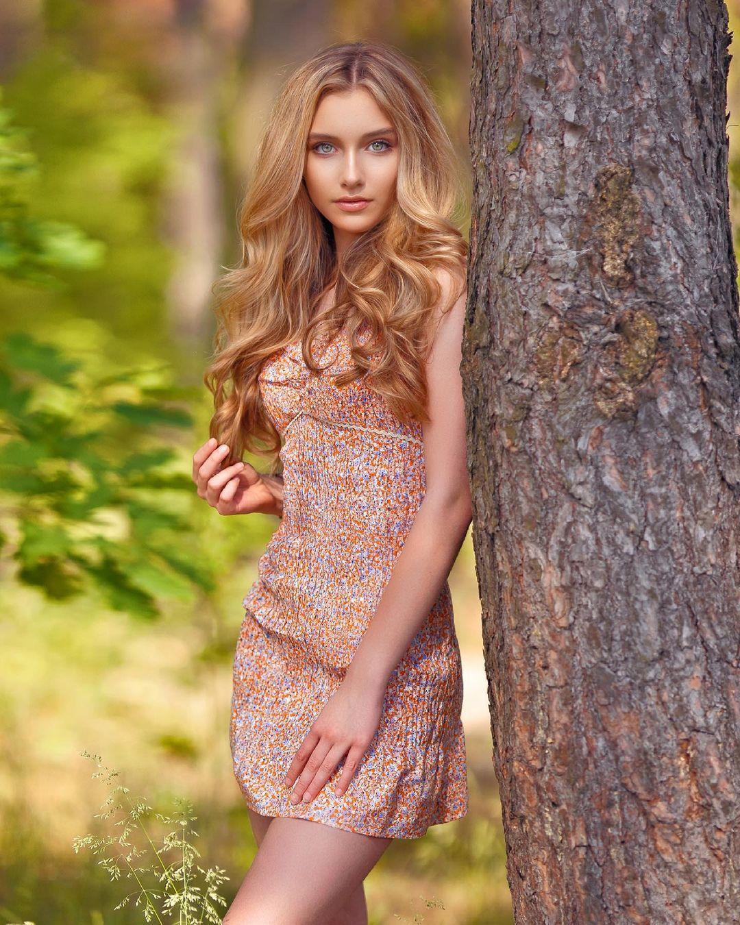 Alexandra-Lenarchyk-Wallpapers-Insta-Fit-Bio-2