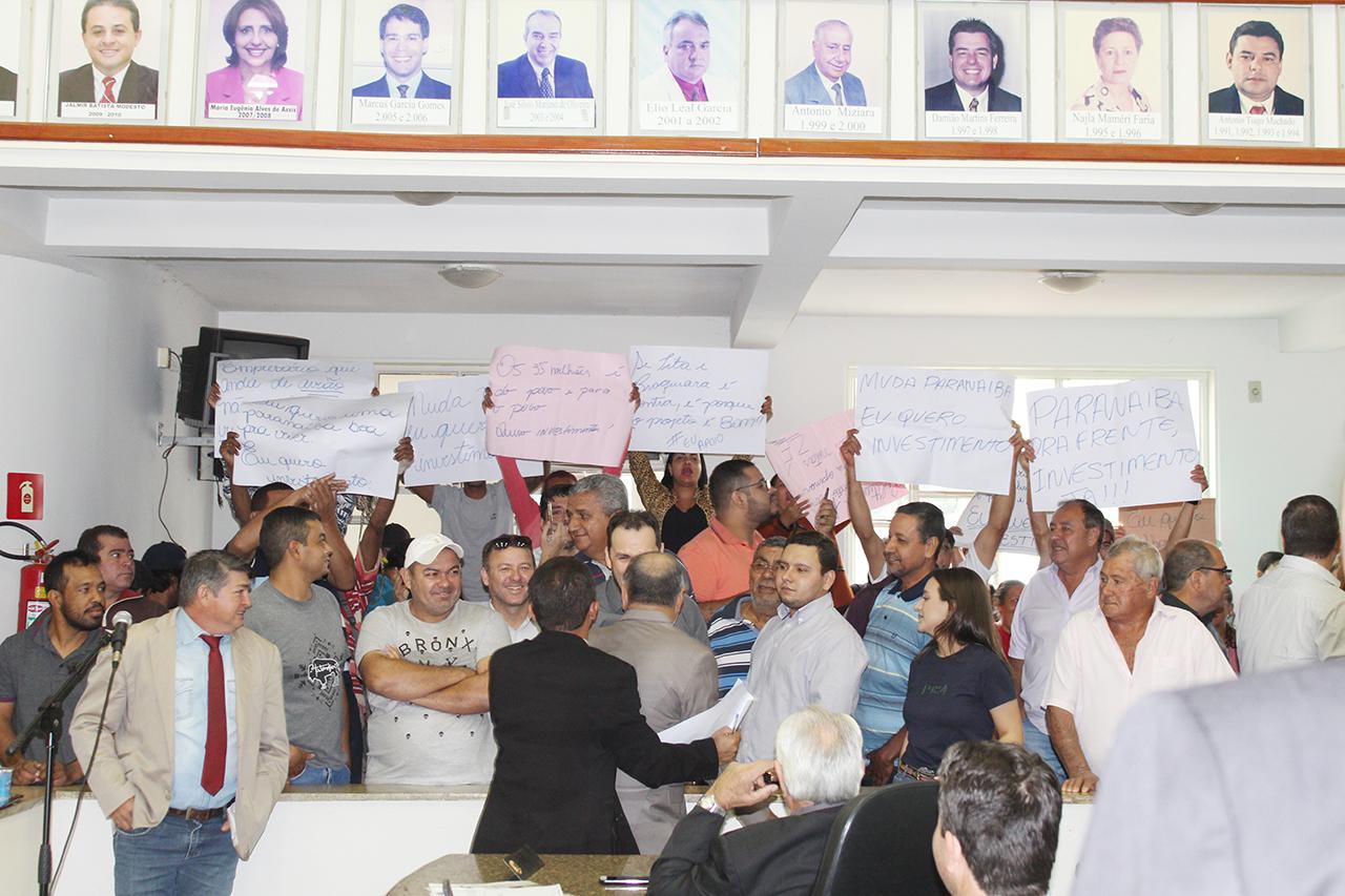 Manifestantes a favor dos projetos