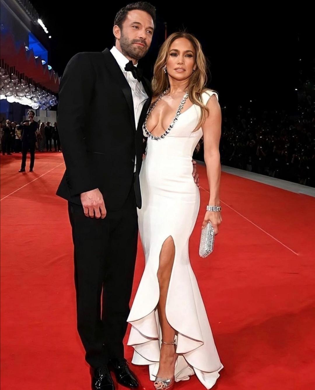 Jennifer Lopez e Ben Affleck sul red carpet di Venezia