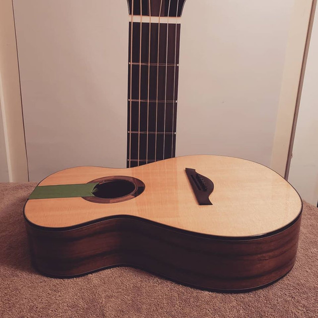 Benjamin Paldacci Guitars OO-12 #11 - Higuerilla et Épicéa Lutz  75341173-2338607476250276-7742648191446679552-o