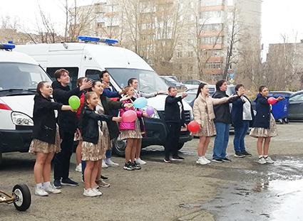 Настоящий концерт для фельдшеров и водителей отделения устроили воспитанники Центра детского творчества