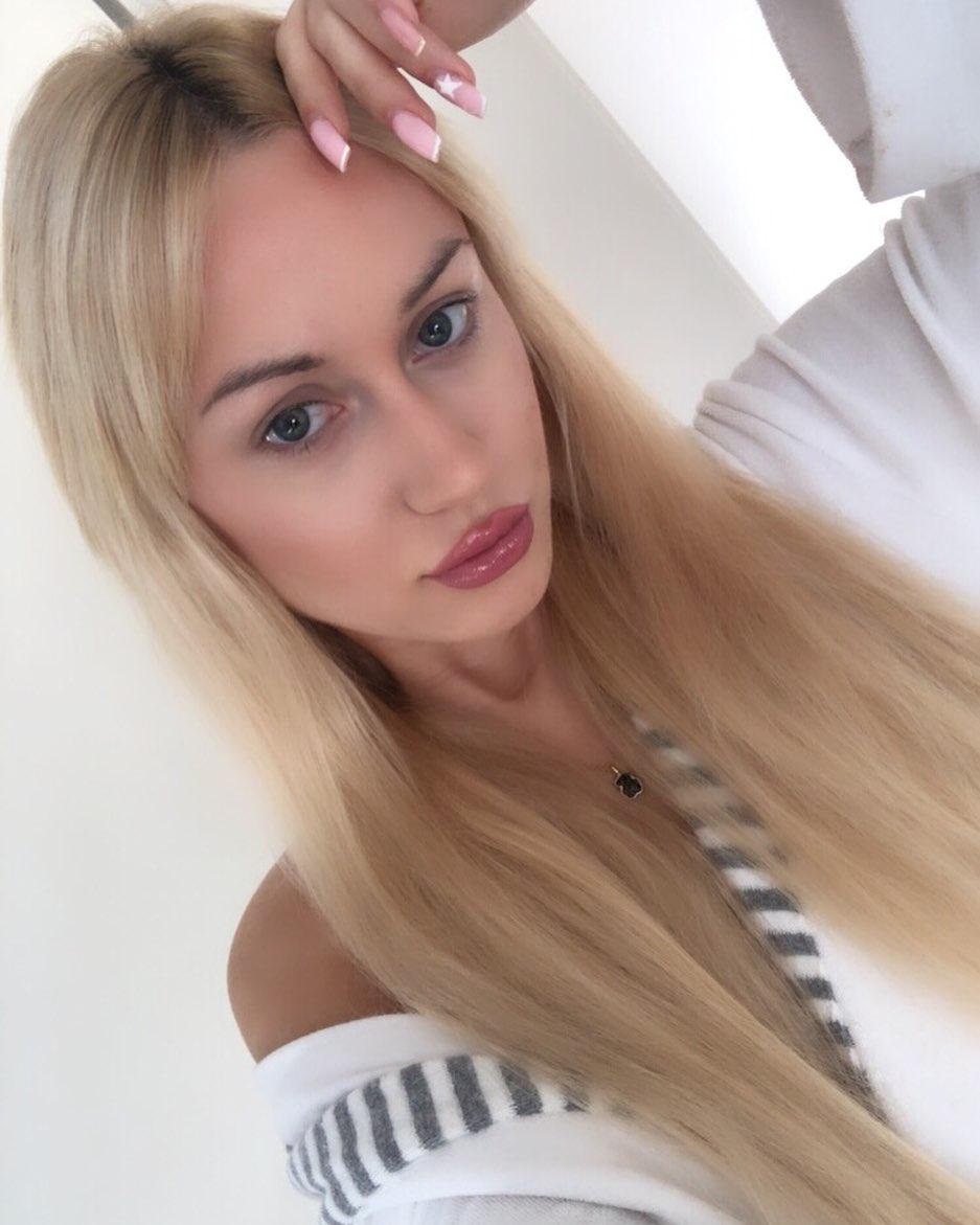 Adrianna-Strzalka-Wallpapers-Insta-Fit-Bio-16