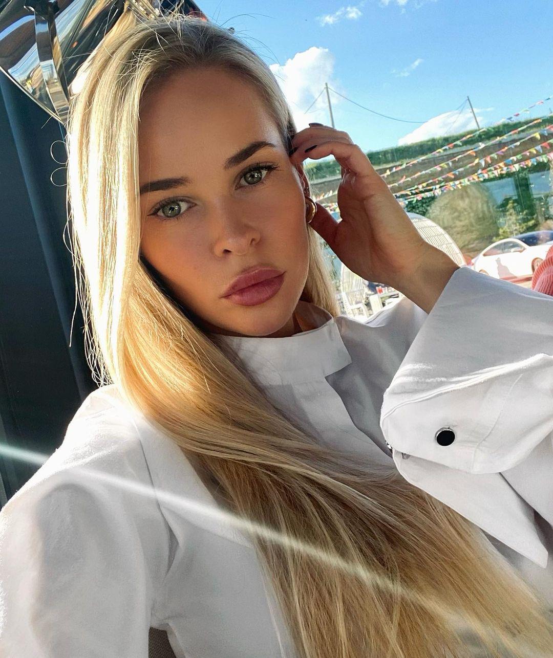 Vlada-Sharpilova-Wallpapers-Insta-Fit-Bio-17