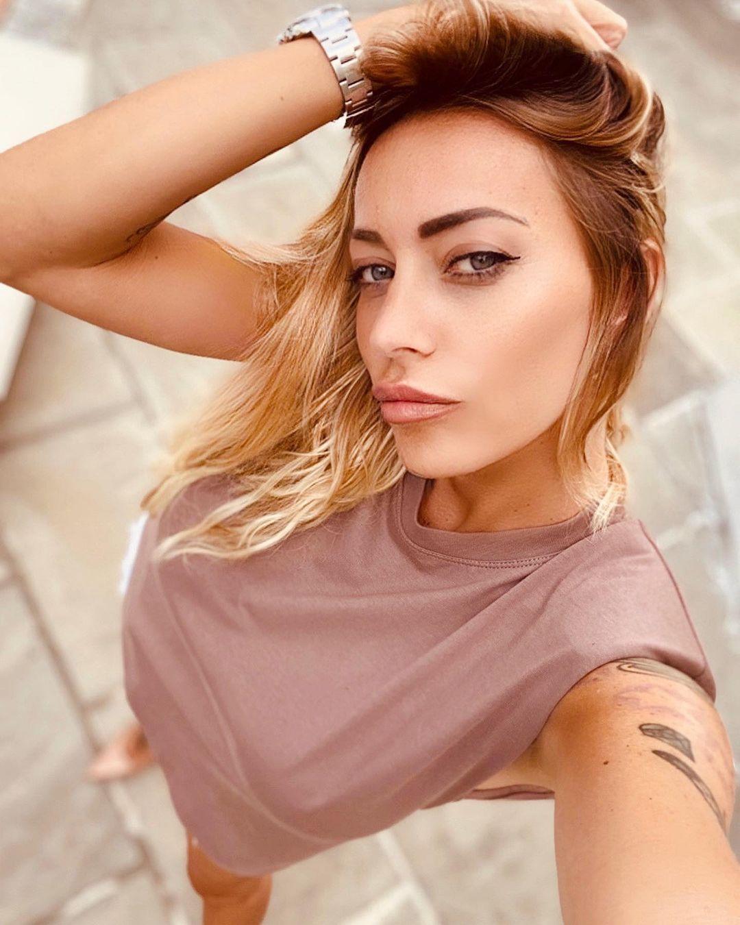 Karina-Cascella-Wallpapers-Insta-Fit-Bio-7