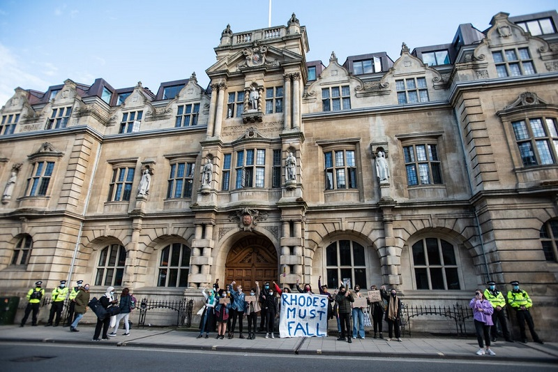 Scholars at the University of Oxford Refuse to Show Under the Statue of the Guardian