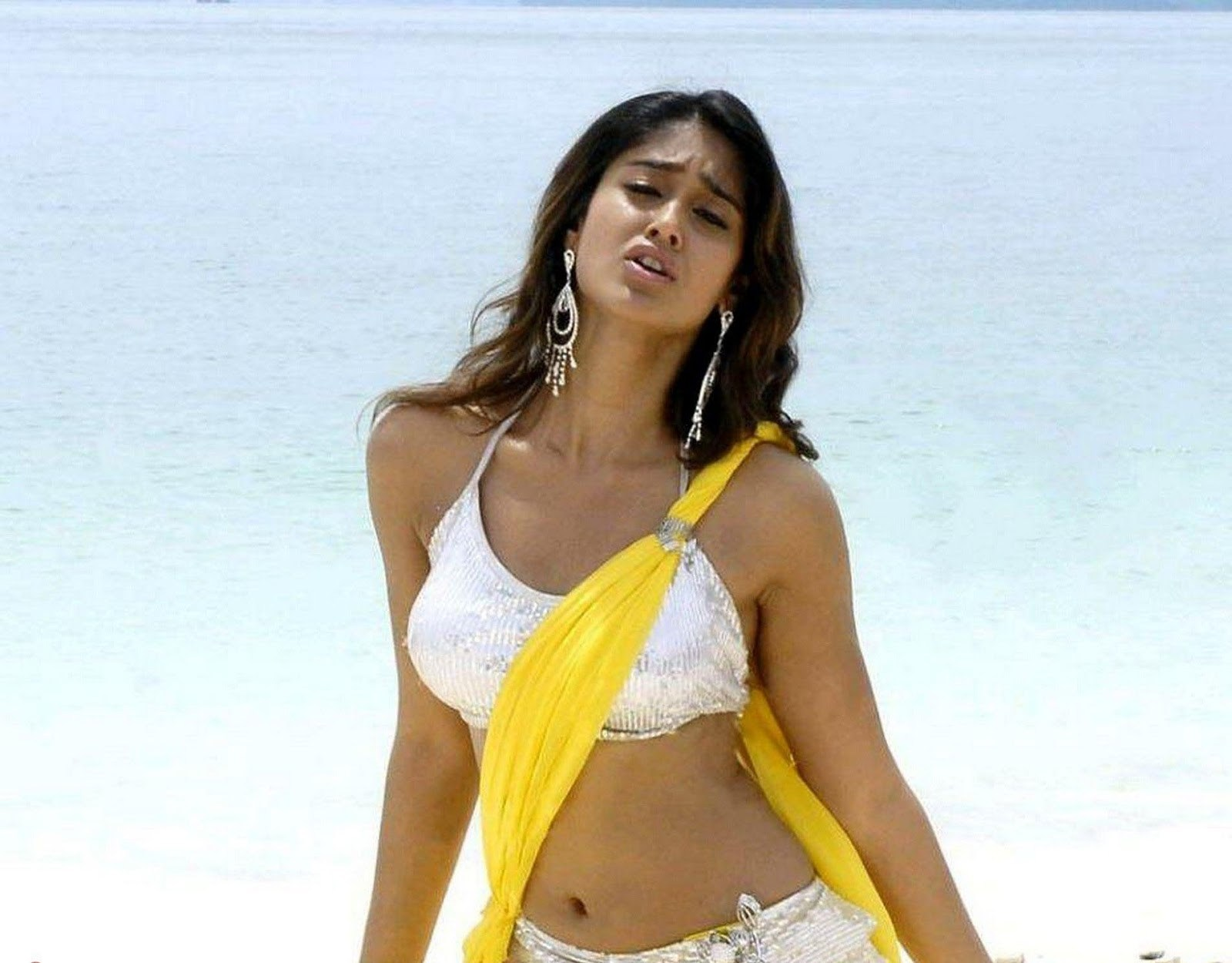 [Image: ileana-d-cruz-s-latest-wallpaper-beautif...lpaper.jpg]