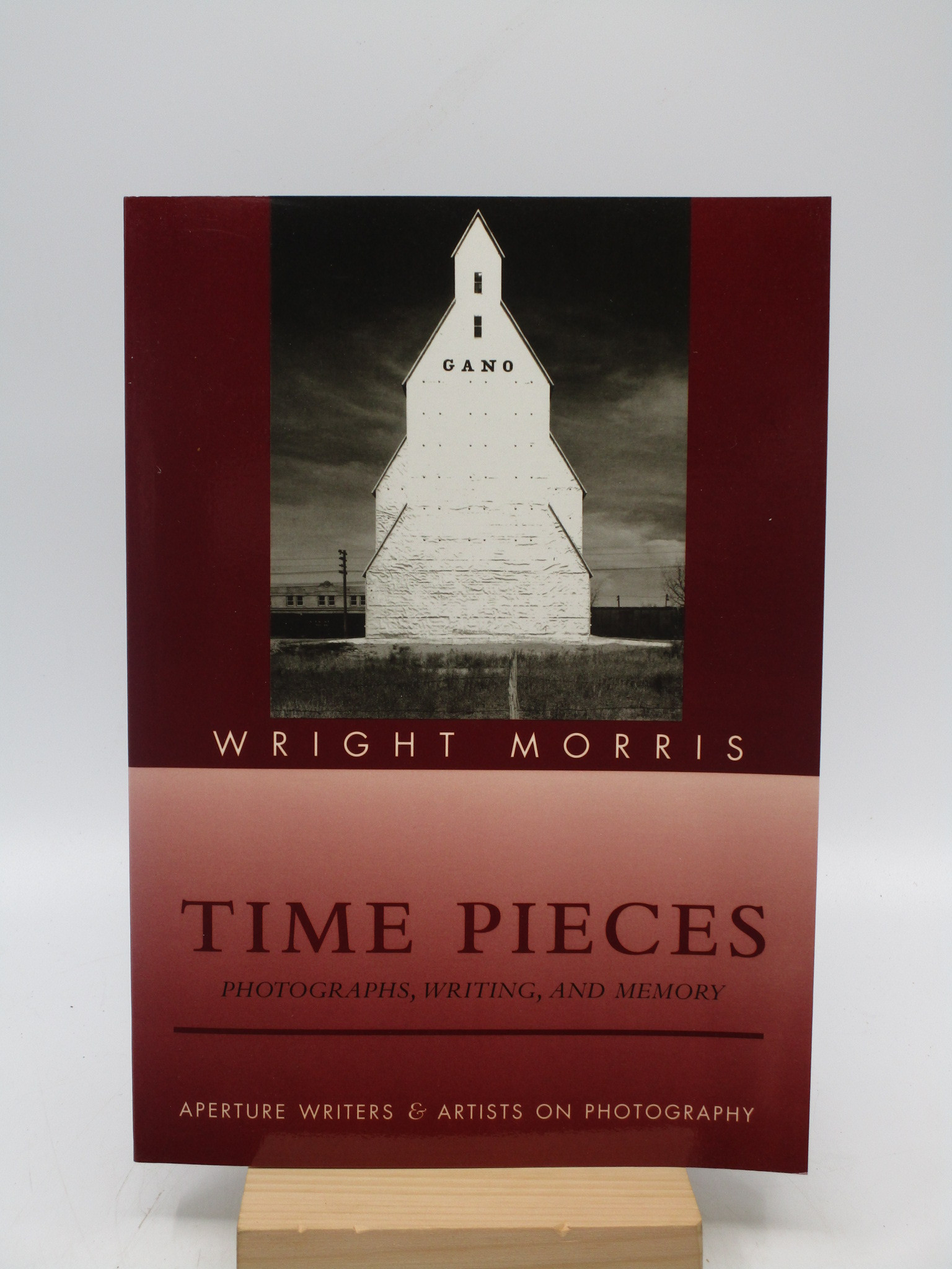Image for Time Pieces: Photographs, Writing, and Memory (Aperture Writers & Artists on Photography) First Edition