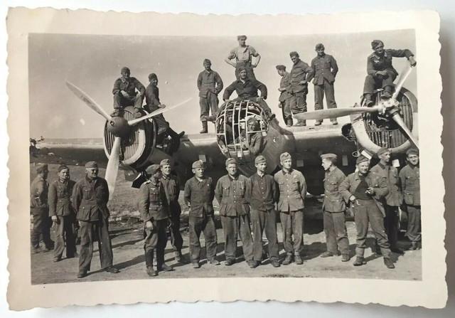 Orig-Foto-Luftwaffe-Besch-digtes-Flugzeug-Schwerer-Bomber-Mechaniker
