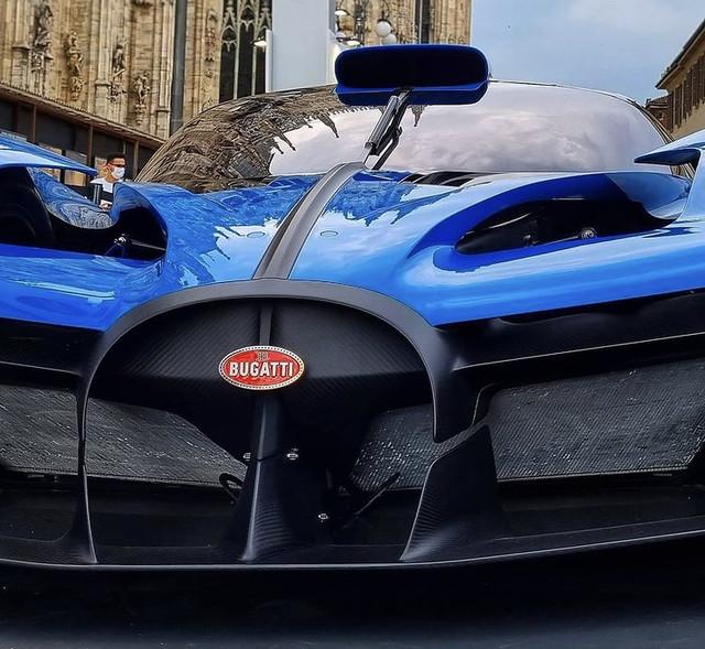 2020 - [Bugatti] Bolide concept 8-E57-C968-1-FB0-4-FBE-AD33-C92312-FC048-A