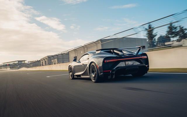 Premiers trajets en Bugatti Chiron Pur Sport 32-23-pur-sport-first-drives-jet-grey