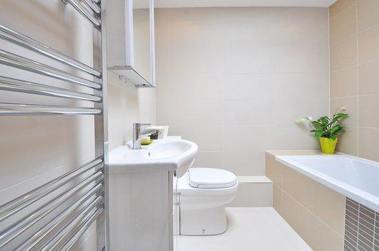 Bathroom-1336164-1280