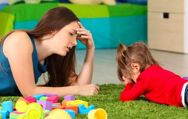 Что делать, если ребенок закатывает истерики