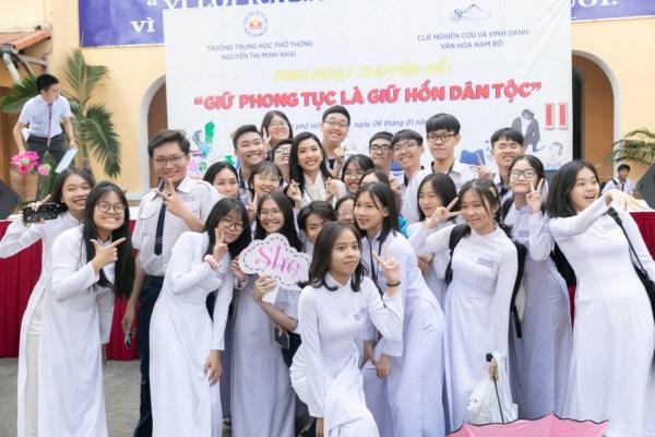 A-hau-Thuy-Van-Hoat-dong-ve-truong-Hoa-hau-Hoan-vu-Viet-Nam-2019-22-1600x1200-1600x1200.jpg