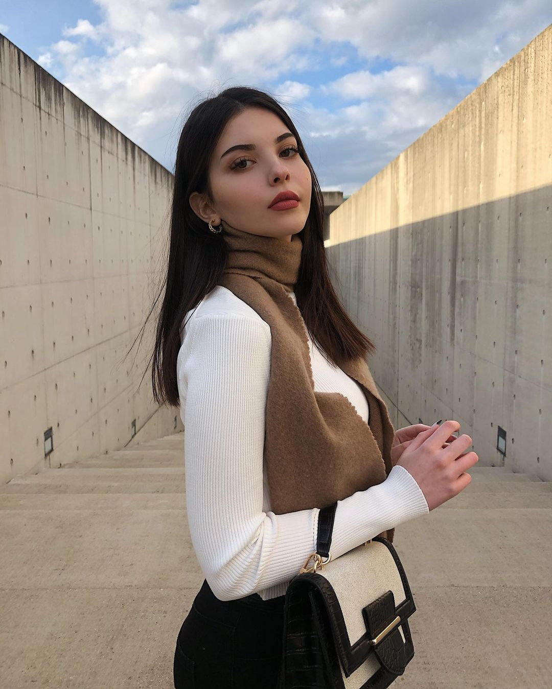 Melisa-Yamac-Wallpapers-Insta-Fit-Bio-7
