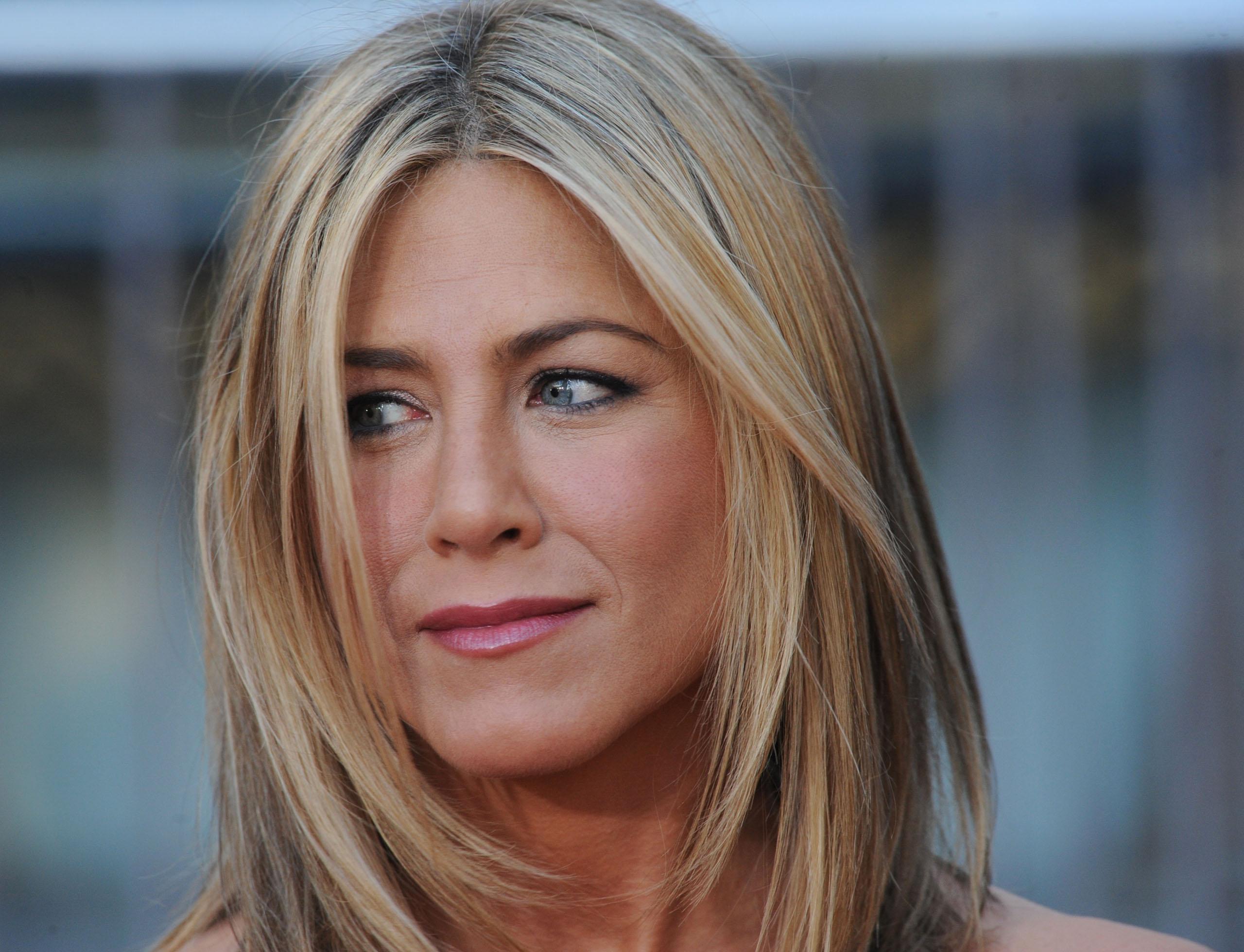 Jennifer Aniston lancia il suo beauty brand LolaVie