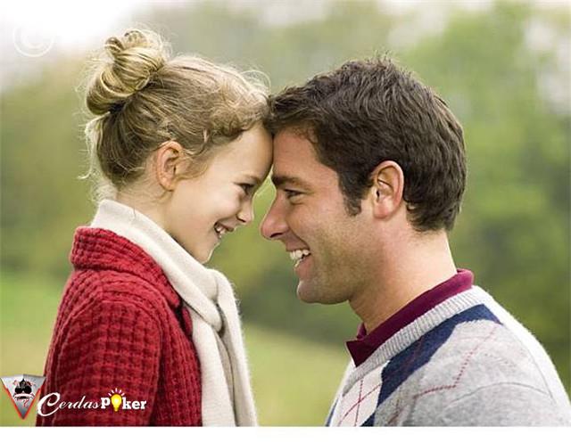 Alasan Mengapa Ayah Selalu Jadi Cinta Pertama Anak Perempuannya