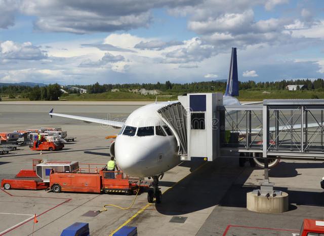 airplane-near-terminal-12323038