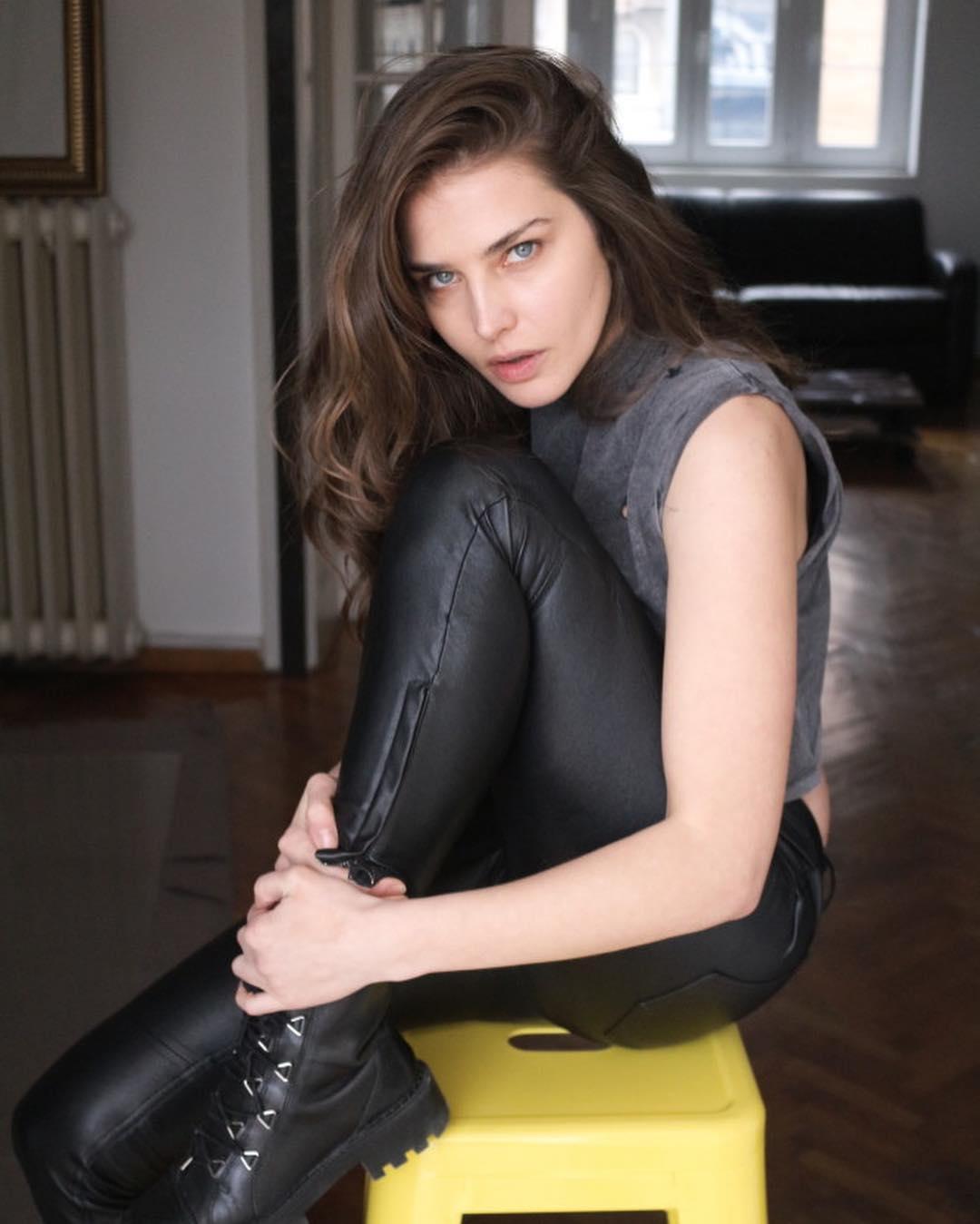 Tamara-Lazic-Wallpapers-Insta-Fit-Bio-4