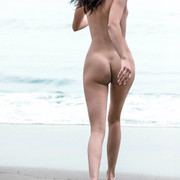 KENDALL-JENNER-NUDE-FULL-FRONTAL-SHOW-004