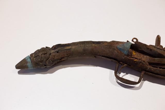 Une idée ? Ancien pistolet silex IMG-8614-Modifier
