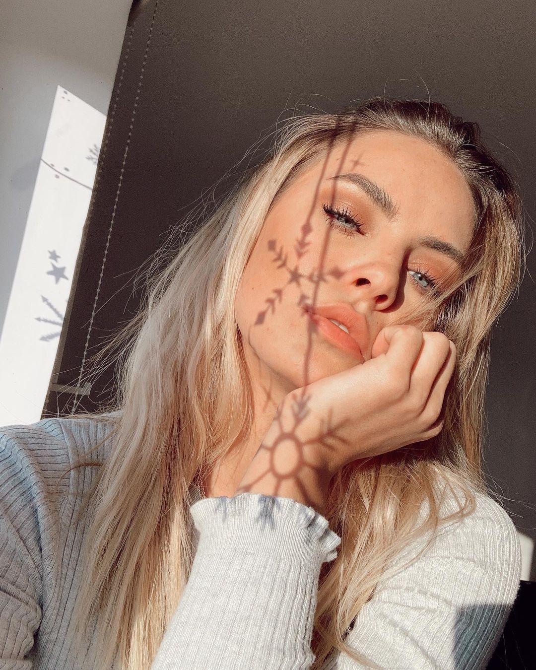 Lara-Runarsson-Wallpapers-Insta-Fit-Bio-12