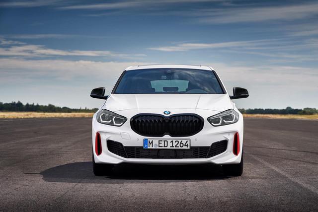 2018 - [BMW] Série 1 III [F40-F41] - Page 31 43-E33-BB4-6-C63-4-C89-9-A6-F-83-DFF031-C0-F0