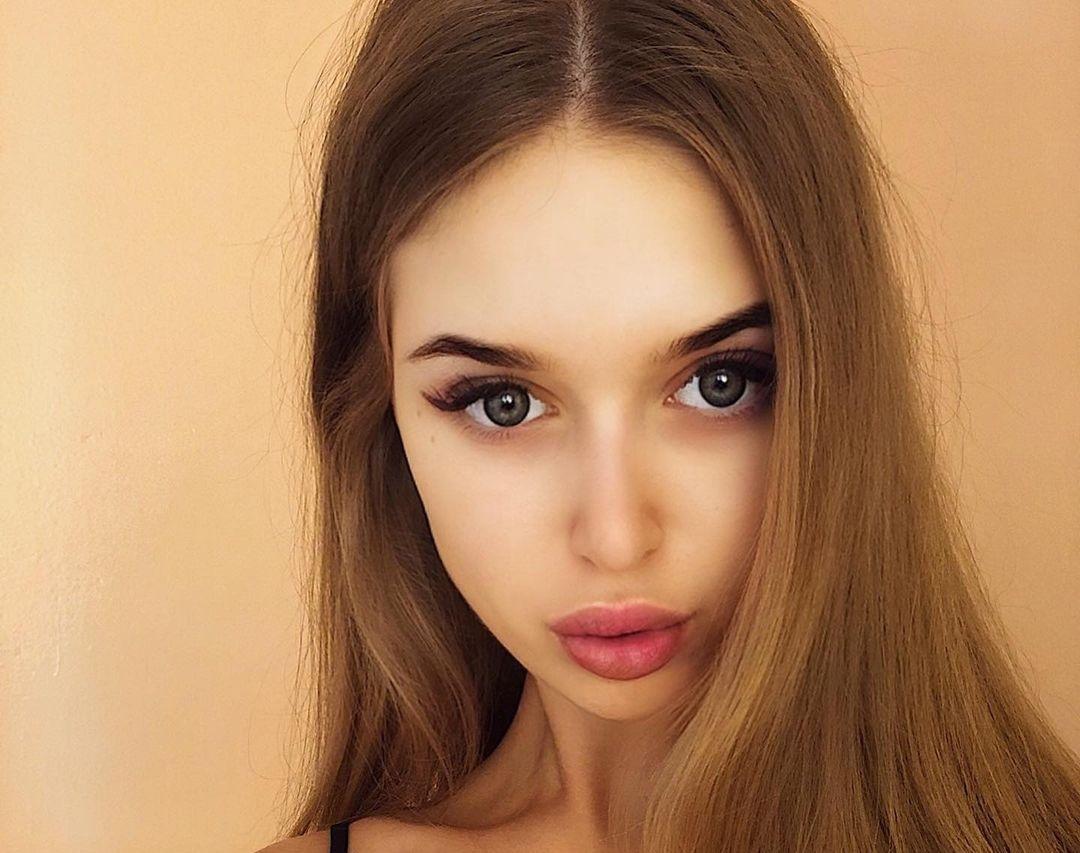 Angelina-Samokhina-Wallpapers-Insta-Fit-Bio-1