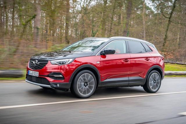 Une lumière sans danger : feu bleu pour l'Opel Grandland X 03-Opel-Grandland-X-Hybrid4-512650