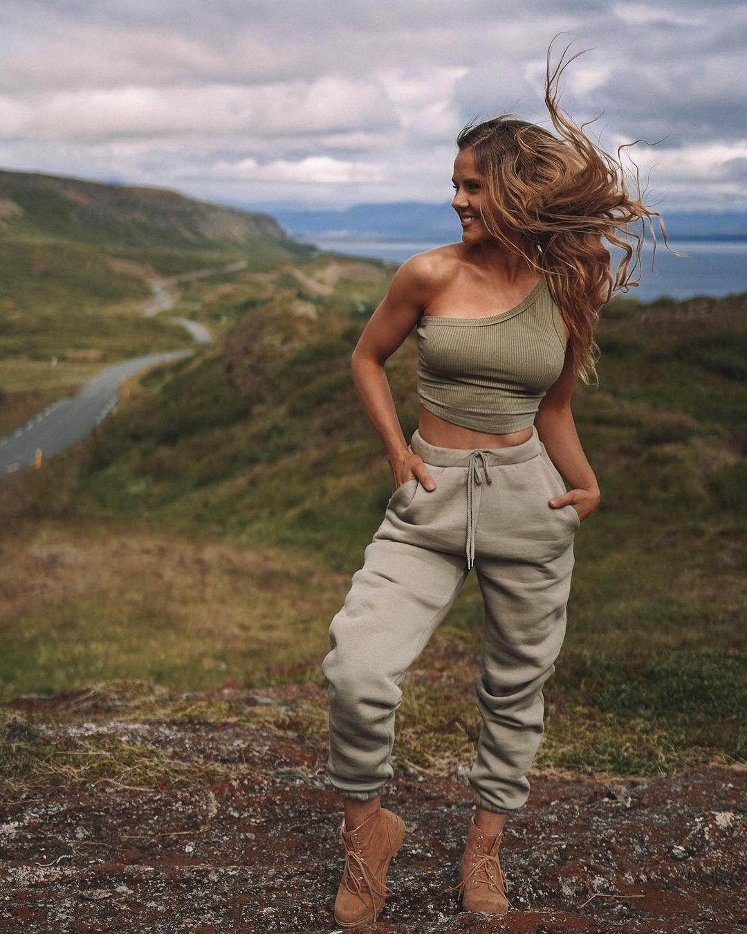 Dominique-Asgeirsdottir-Wallpapers-Insta-Fit-Bio-14