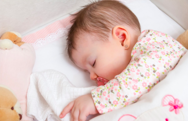 С какого возраста можно учить ребенка засыпать самостоятельно