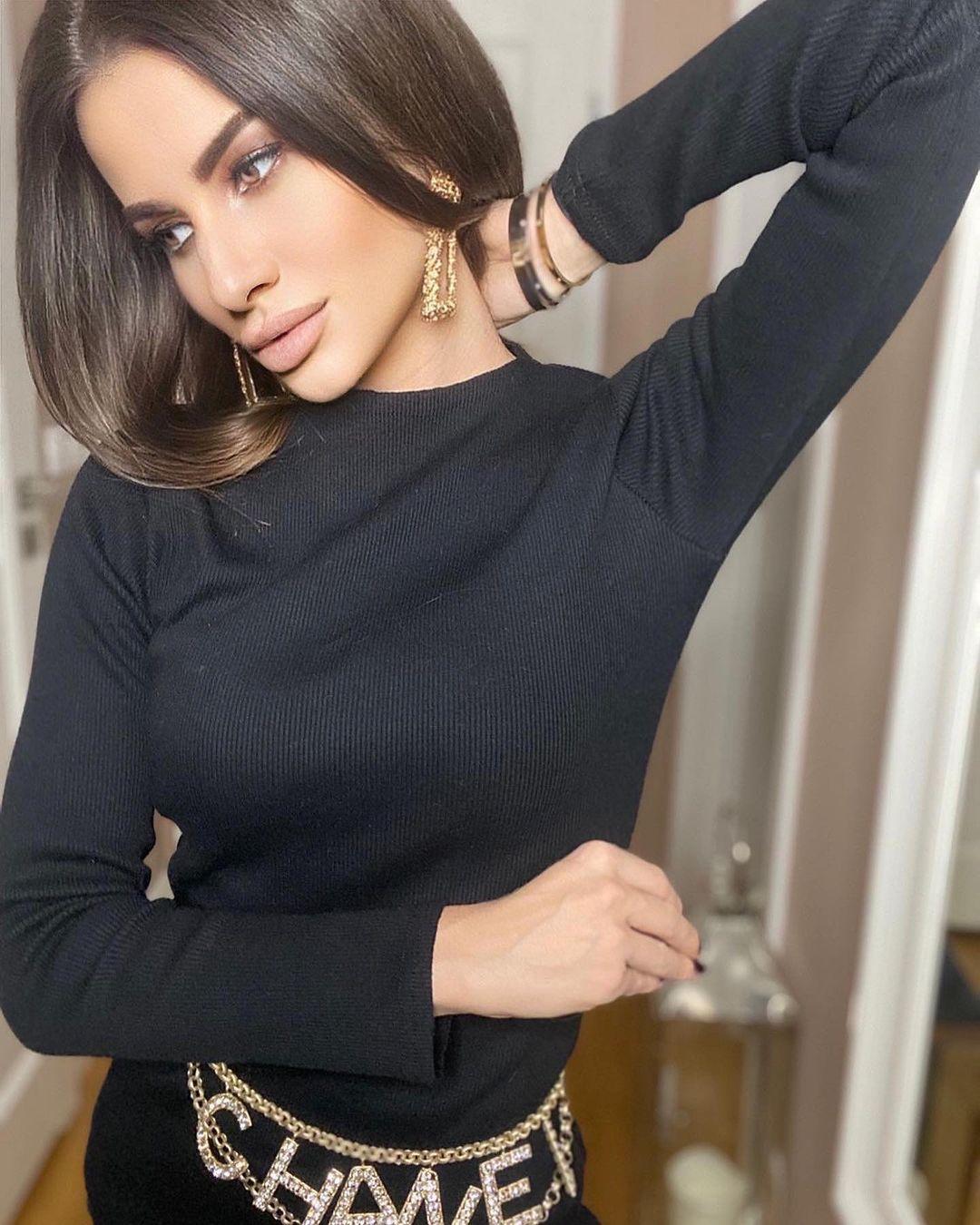 Paulina-Mai-Wallpapers-Insta-Fit-Bio-12
