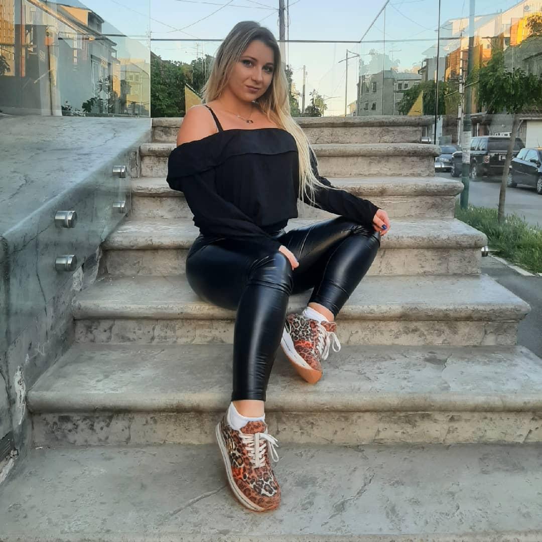 Kosana-Pavlovic-Wallpapers-Insta-Fit-Bio-11