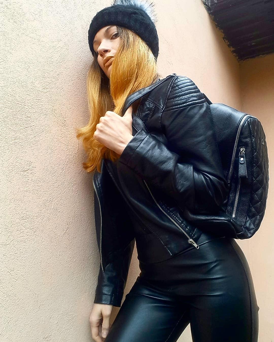 Olga-Madych-Wallpapers-Insta-Fit-Bio-15