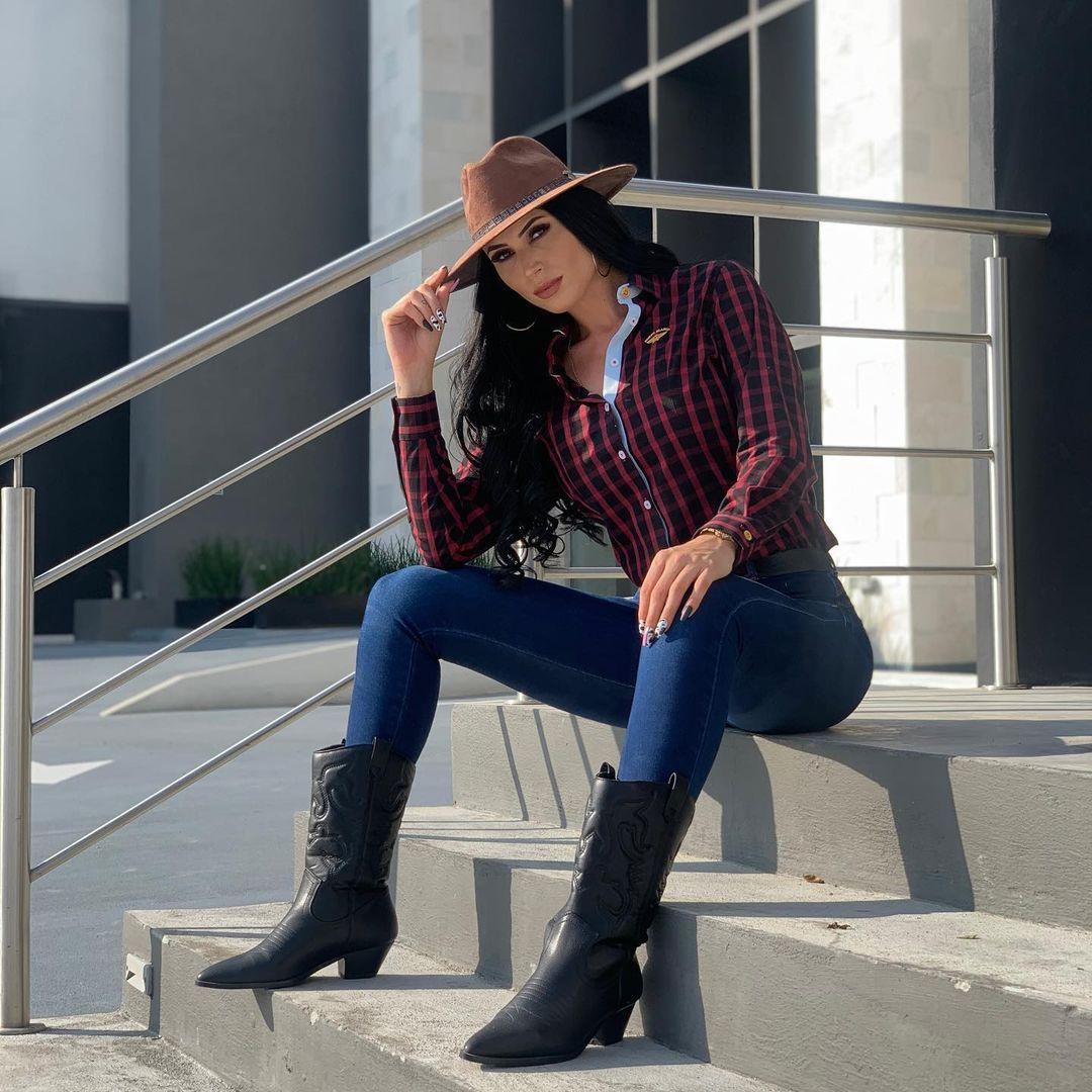 Ruby-Gonzalez-Wallpapers-Insta-Fit-Bio-10