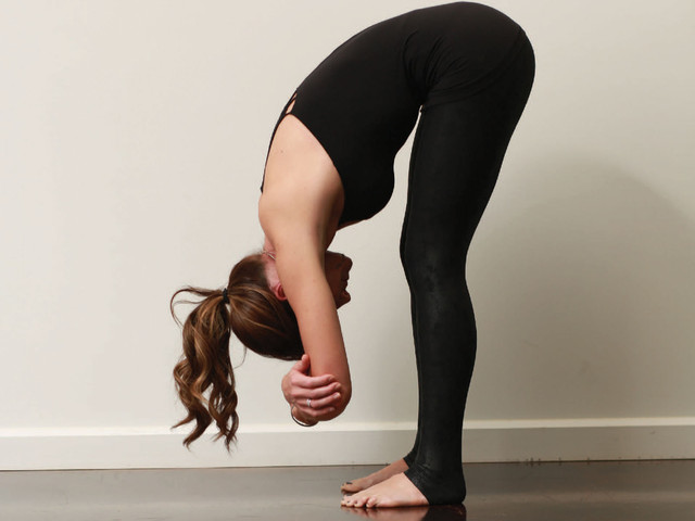 https://i.ibb.co/GpTn2J4/Yoga-Forward-Fold-1600.jpg