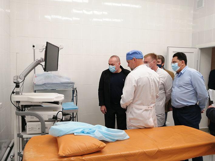Андрей Карлов осмотрел недавно отремонтированное отделение эндоскопии