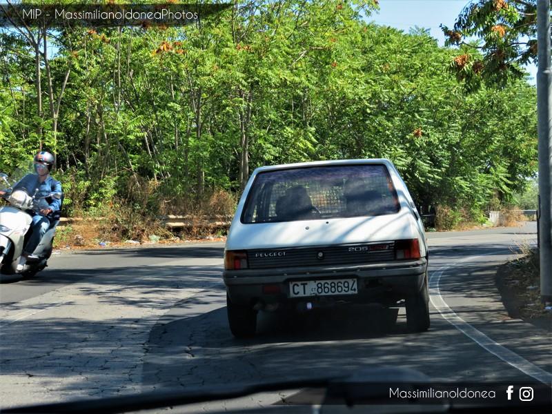 Veicoli commerciali e mezzi pesanti d'epoca o rari circolanti - Pagina 7 Peugeot-205-Service-D-1-8-60cv-89-CT868694-4